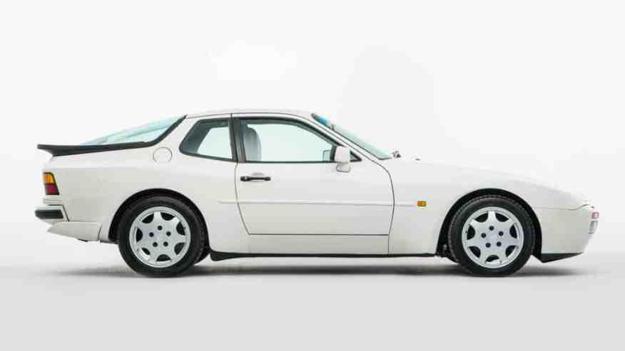 CLASSIC CAR PORSCHE 944
