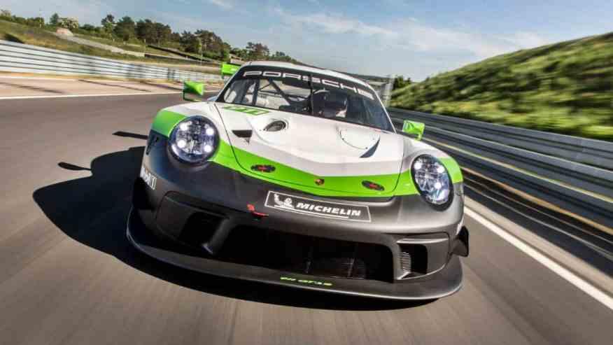 SPORTS CAR PORSCHE 911 GT3 R