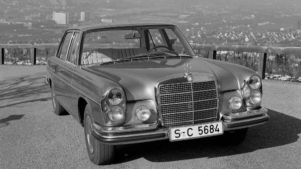 CLASSIC CAR MERCEDES BENZ 300 SEL