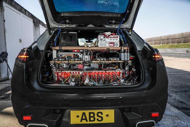 Porsche_Macan-elektromobil-1