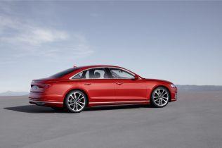 2018-Audi-A8- (8)