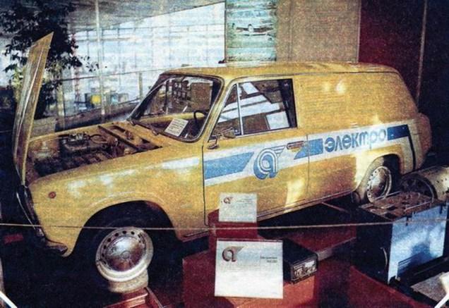 Prototyp elektromobilu VAZ-2801 na výstavě Auto 84