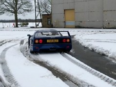ferrari-f40-donut-snih-video