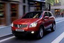 """2007 – Qashqai """"První crossover Nissan třídy C. Ke konci roku 2007 Nissan evidovaa prodeje ve výši bezmála 100 000 kusů. Rovněž vylepšený model z roku 2010 byl velmi úspěšný."""""""