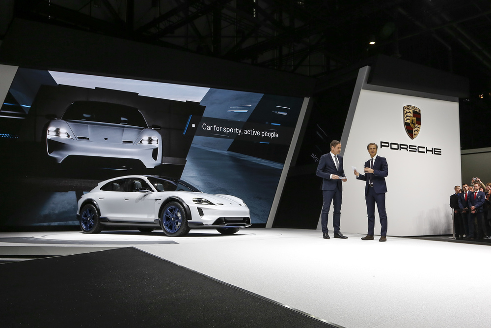 2018-zeneva-Porsche-Mission-E-Cross-Turismo- (4)