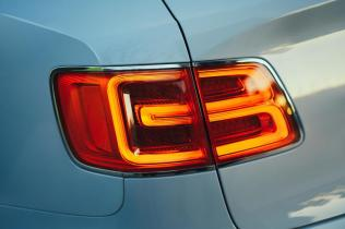 Bentley-Bentayga-Hybrid- (18)