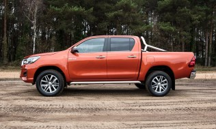 Toyota-Hilux-2018-special-edition- (3)