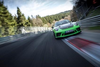 porsche-911-gt3-rs-rekord-nurburgring- (1)