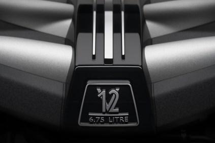 2018-Rolls-Royce-Cullinan- (18)