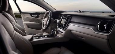 2019-Volvo-S60- (12)