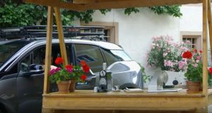 elektromobil-bmw-i3-zasobarna-energie-video