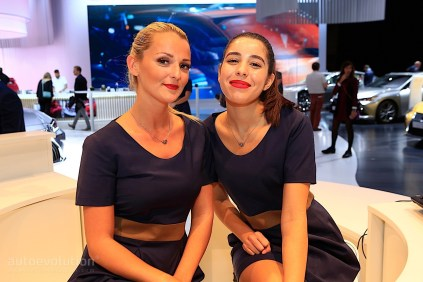 autosalon-pariz-2018-hostesky- (20)