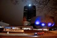 bmw-muzeum-2018-noc-bilych-rukavicek- (1)
