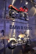 bmw-muzeum-2018-noc-bilych-rukavicek- (13)