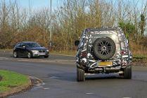 spy-foto-2020-land-rover-defender-carscoops- (3)