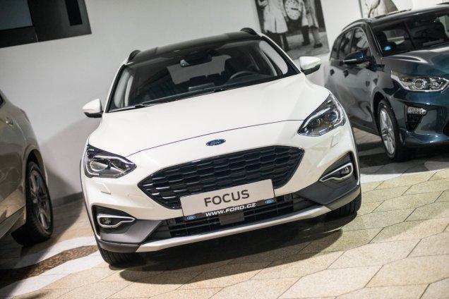 auto-roku-2019-ford-focus- (4)