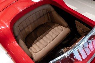 slapaci-auticko-Aston-Martin-Drophead-Coupe-a-Ferrari-250-GT-California-Spyder-na-prodej- (10)