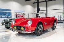 slapaci-auticko-Aston-Martin-Drophead-Coupe-a-Ferrari-250-GT-California-Spyder-na-prodej- (2)