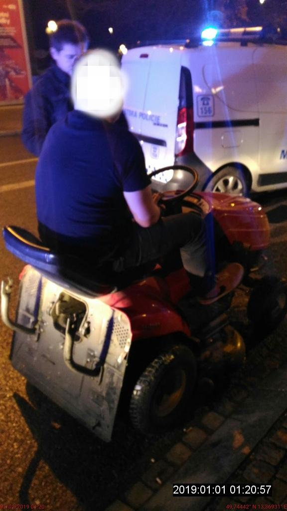 zahradni-traktor-mestska-policie-plzen-3