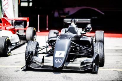effective-racing-dallara-formule-3-2019-odhaleni-autodrom-brno- (6)
