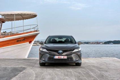 2019-toyota-camry-hybrid- (1)