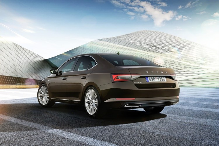 2020-Skoda-Superb_LaK