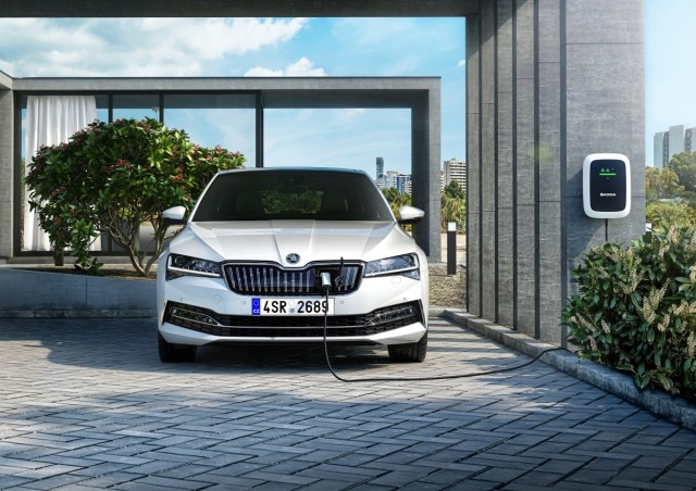 2020-Skoda-Superb_PHEV- (1)