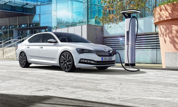 2020-Skoda-Superb_PHEV