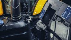 Valtra-T254-Versu-a-Nokian-Tyres-RunwaySnowbot- (11)