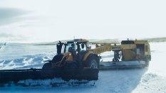 Valtra-T254-Versu-a-Nokian-Tyres-RunwaySnowbot- (8)