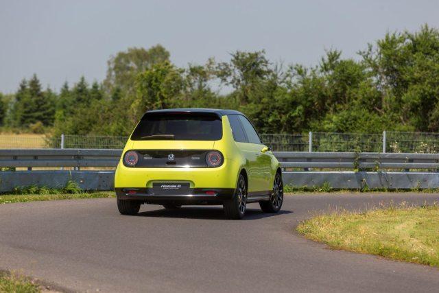 2020-elektromobil-honda-e- (6)