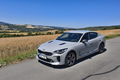 test-2019-kia-stinger-gt-v6-33-t-gdi-8at-4x4- (1)