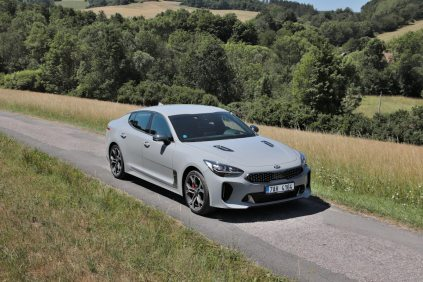 test-2019-kia-stinger-gt-v6-33-t-gdi-8at-4x4- (28)