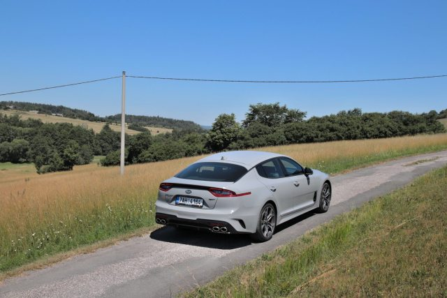 test-2019-kia-stinger-gt-v6-33-t-gdi-8at-4x4- (30)