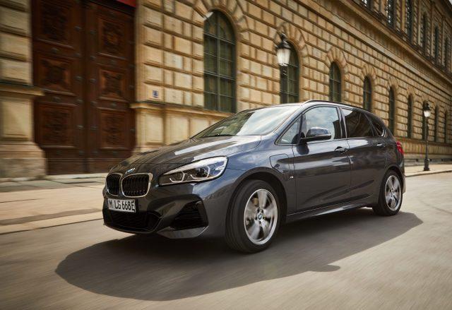 2019- BMW-225xe-Active-Tourer- (1)