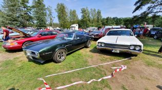 2019-sraz-americkych-aut-hradecka-V8- (97)