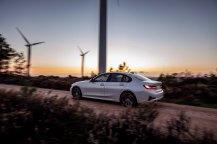 2020-bmw-330e-plug-in-hybrid- (4)