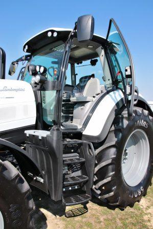 prvni-jizda-traktor-Lamborghini-Spark-165-RC-Shift- (16)
