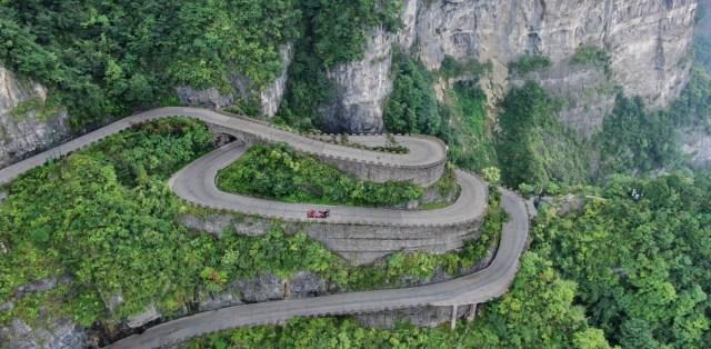 rekord-volkswagen-Tianmen-Shan-Big-Gate-Road- (4)