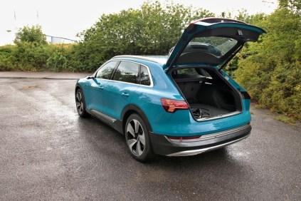 test-elektromobilu-2019-audi-e-tron-55-quattro- (44)
