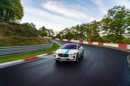 elektromobil-jaguar_i-pace_race_etaxi_nurburing-01