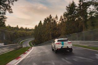 elektromobil-jaguar_i-pace_race_etaxi_nurburing-07