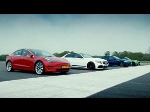 Tesla Model 3 proti všem. Vyhraje elektřina nad plnotučnými benzinovými sedany?