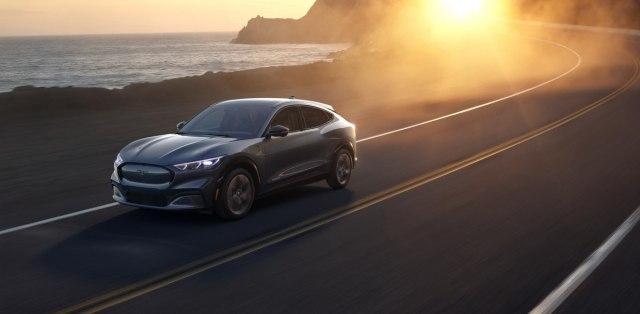 2020-Ford-Mustang-Mach-e-elektromobil- (17)