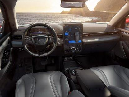 2020-Ford-Mustang-Mach-e-elektromobil- (23)