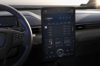 2020-Ford-Mustang-Mach-e-elektromobil- (24)