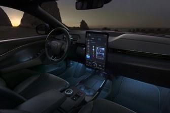 2020-Ford-Mustang-Mach-e-elektromobil- (32)