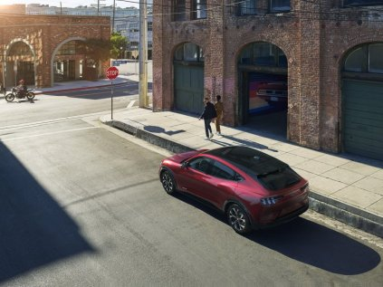 2020-Ford-Mustang-Mach-e-elektromobil- (4)