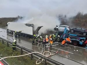 Komentář: Nehoda na pražském okruhu znovu ukázala, že řidiči neumí používat hlavu