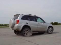 zpatecka-pri-jizde-toyota-rav4-garage-54-video